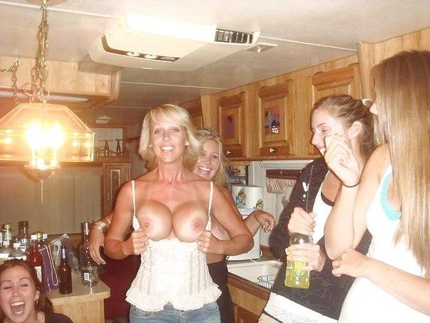 bad-mom-selfie-fail-indian-girl-semi-nude