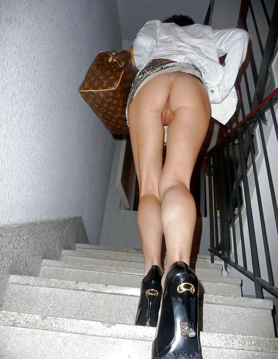 Кастинг одну фото подборка под юбкой без трусиков секса худых