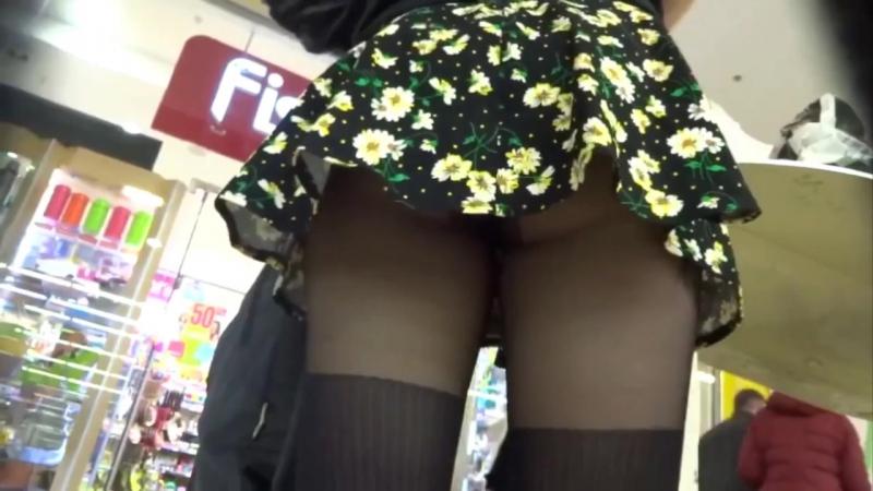 Секс видео она одна в магазине и заней подсматривают видео