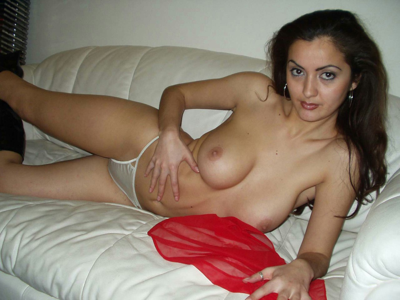 foto-golih-armyanok-doma-porno