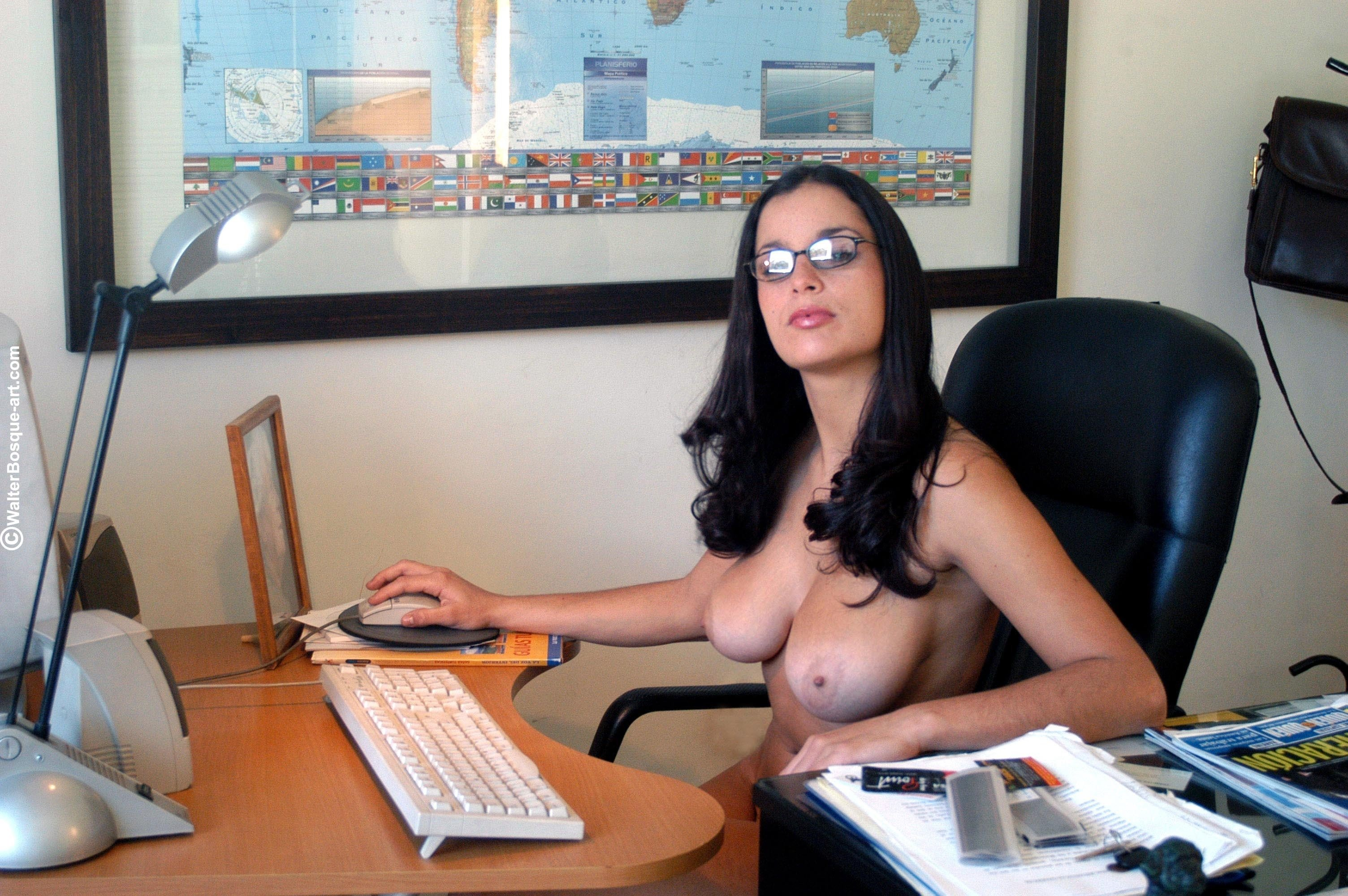 nude-office-chick-big-tit