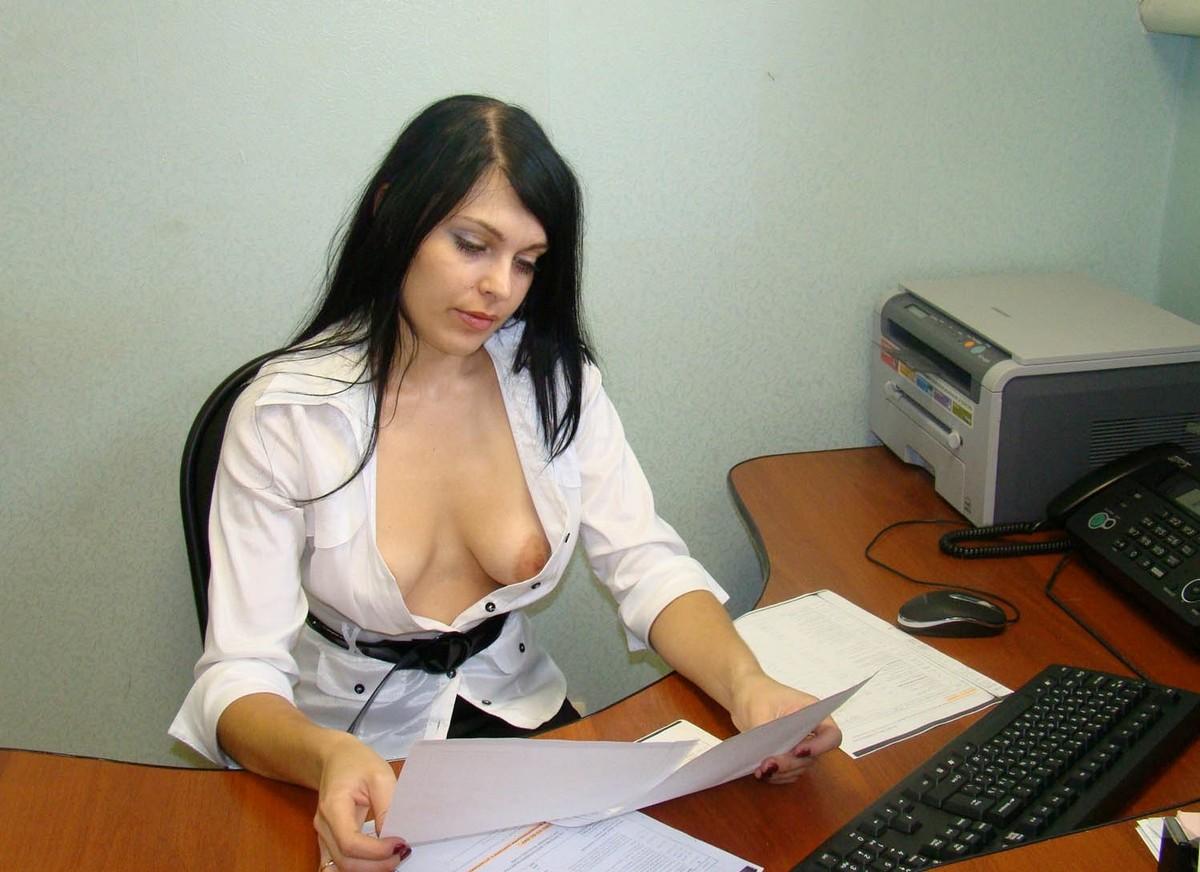 Голи жени секретарши