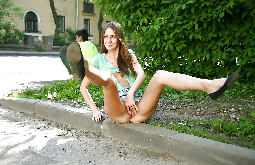 Студентки раздеваются на улице порно видео, женский анус видео зонт смотреть онлайн видео