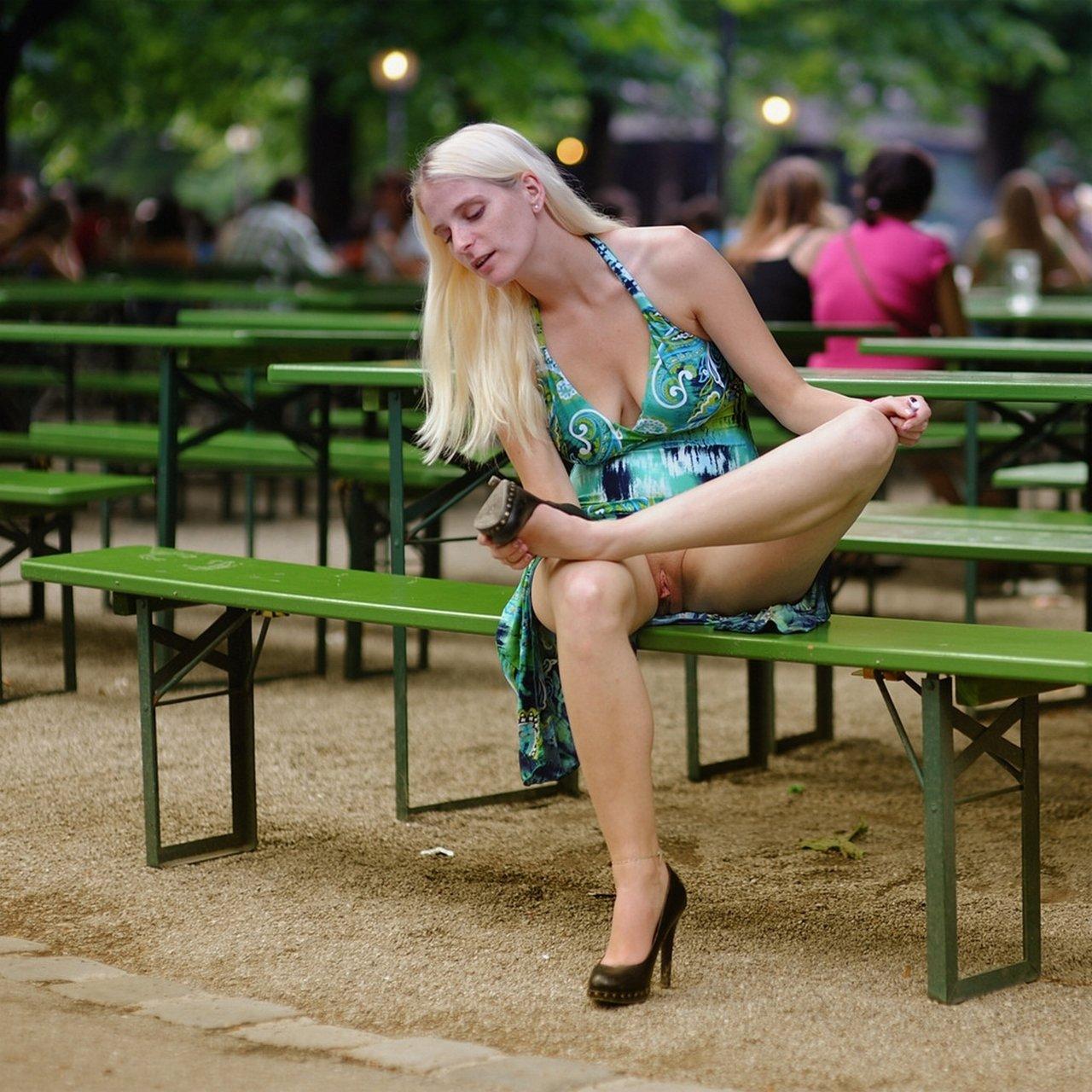 Что у телок под юбкой, русская девушка мастурбирует дома онлайн