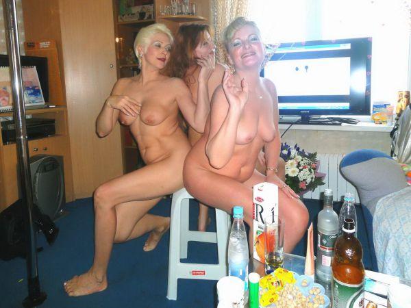 Сват голые пьяные тетки развлекаются