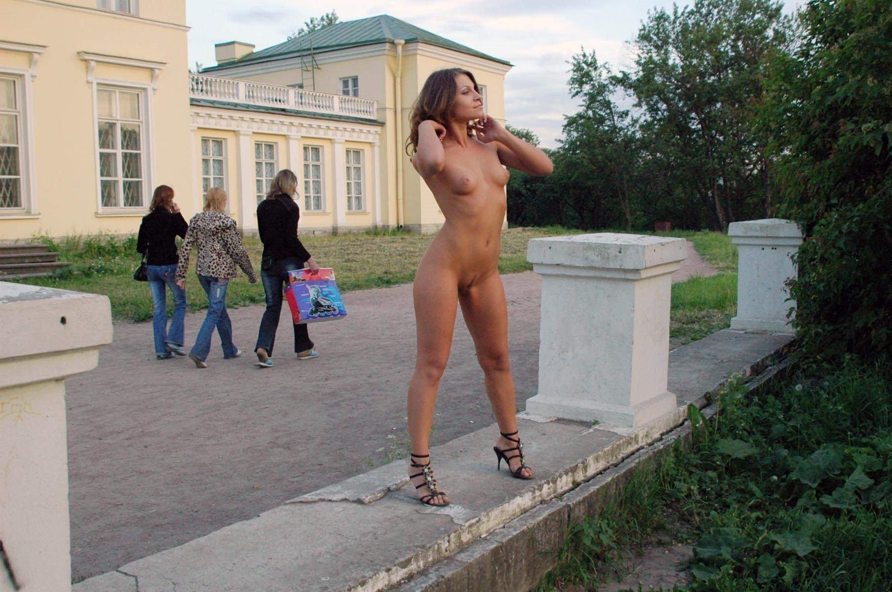posmotret-goluyu-devushku-v-smolenske-bez-trusikov-tolko-v-smolensk