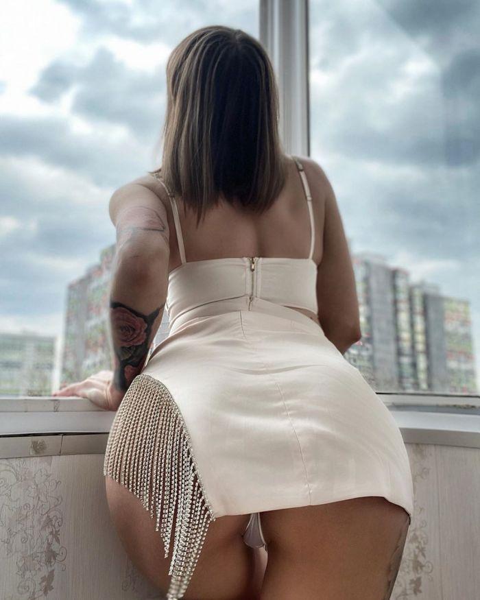 Московская секс-бомба Виктория Лискова развлекается во время карантина Много девушек (+18)