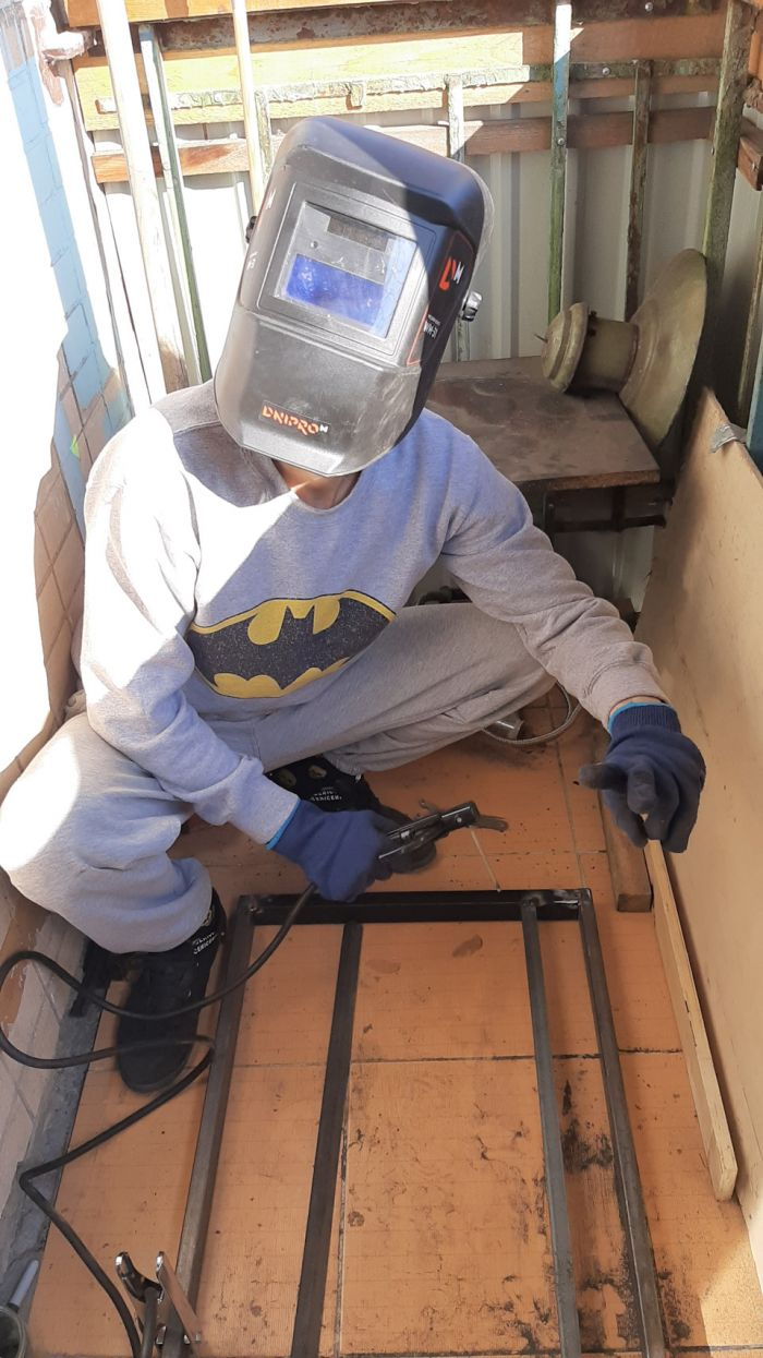 Стол в кухню с креплением к стене Как это сделано