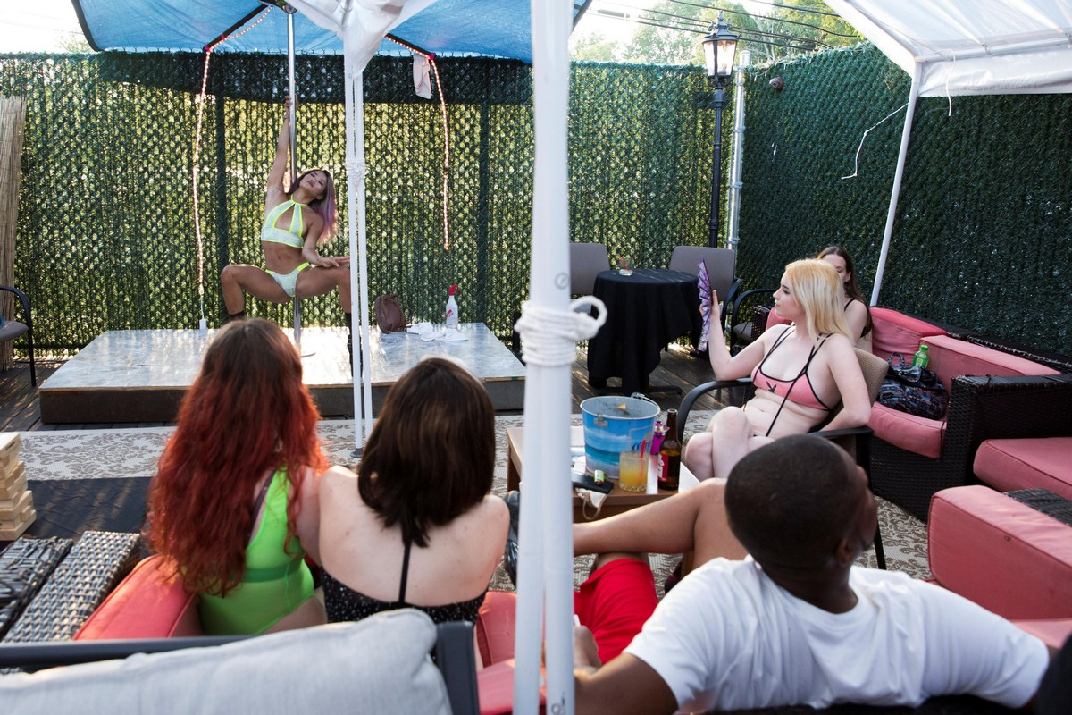 Dave grohl shares hilarious pantera strip club anecdote