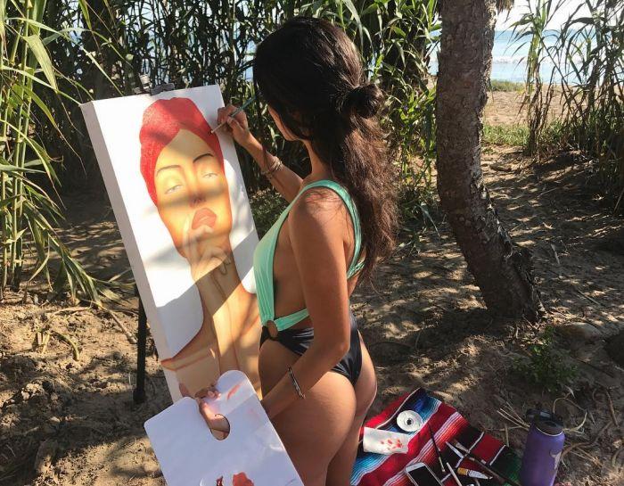 Джессика Виллегас — художница, которая рисует без одежды Много девушек (+18)