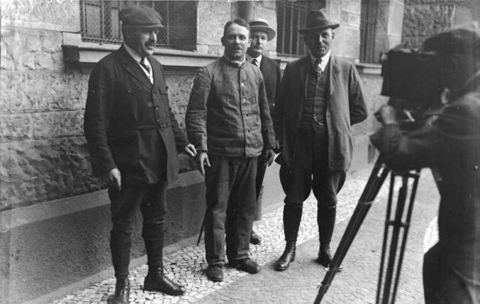 Фриц Хаарман – немецкий мясник, который торговал человеческим мясом С миру по нитке