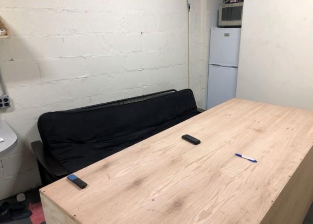 В нью-йоркском метро обнаружили тайную комнату. С миру по нитке