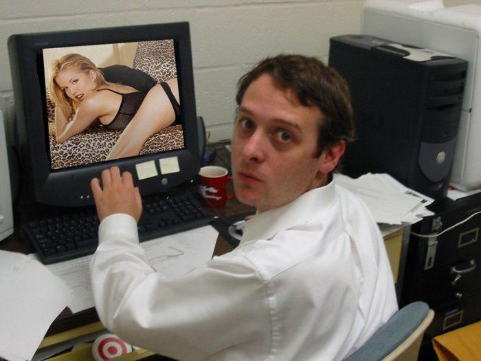 Москвич пожаловался в полицию, узнав жену в порно С миру по нитке