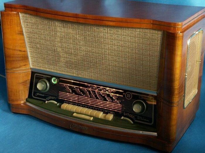 Зачем радиоприемникам AM-диапазон, если там одни помехи С миру по нитке
