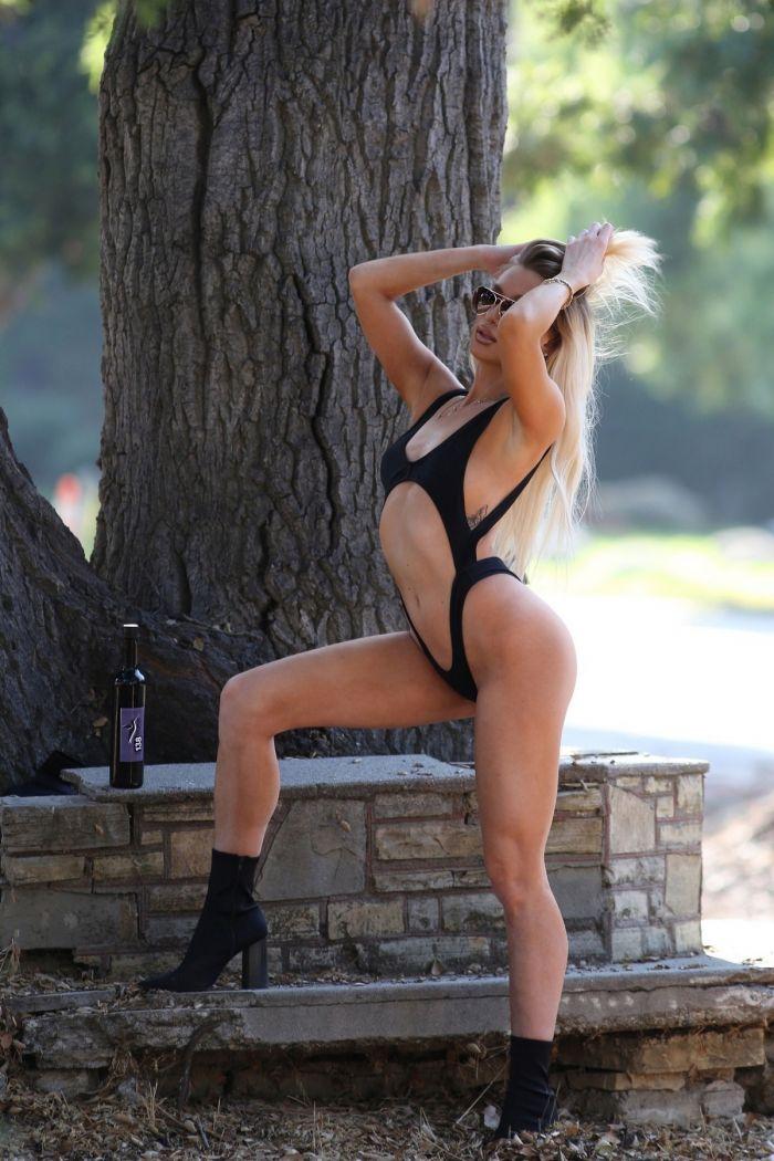 30-летняя американская фотомодель Обри Эванс  в сексуальном купальнике Много девушек (+18)