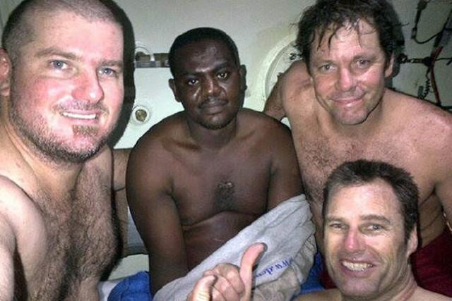 Как нигерийцу Харрисону Окене удалось выжить в кораблекрушении после 3 дней, проведенных на морском дне С миру по нитке