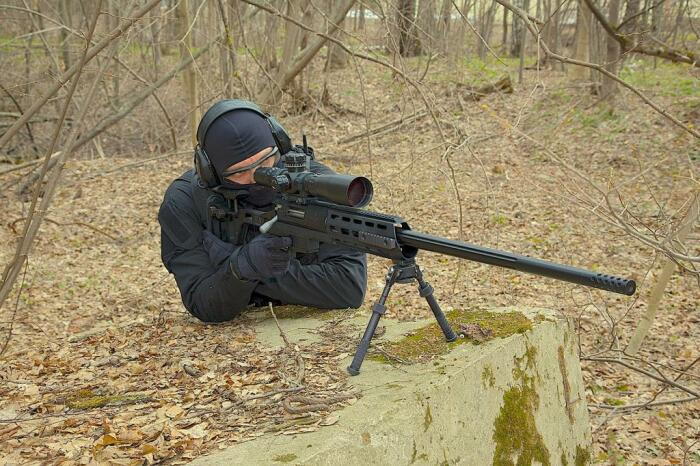 Как снайперы умудряются поражать цели на дистанции в 2 километра С миру по нитке