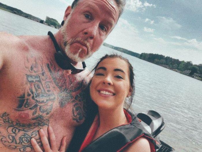 Девушка встречается с мужчиной старше на 29 лет С миру по нитке