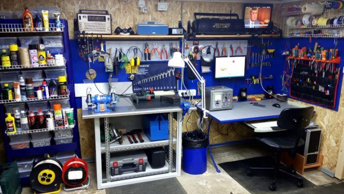 Стойка с прожекторами в гараж. Как это сделано