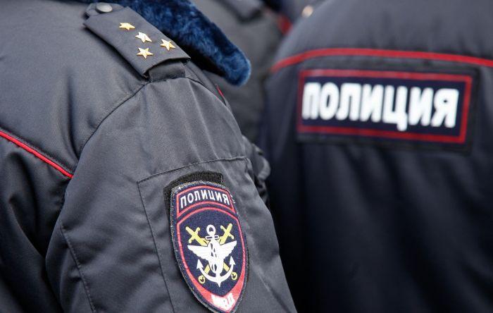 В Москве школьник вызвал наряд полиции, потому что мама укладывала его спать С миру по нитке
