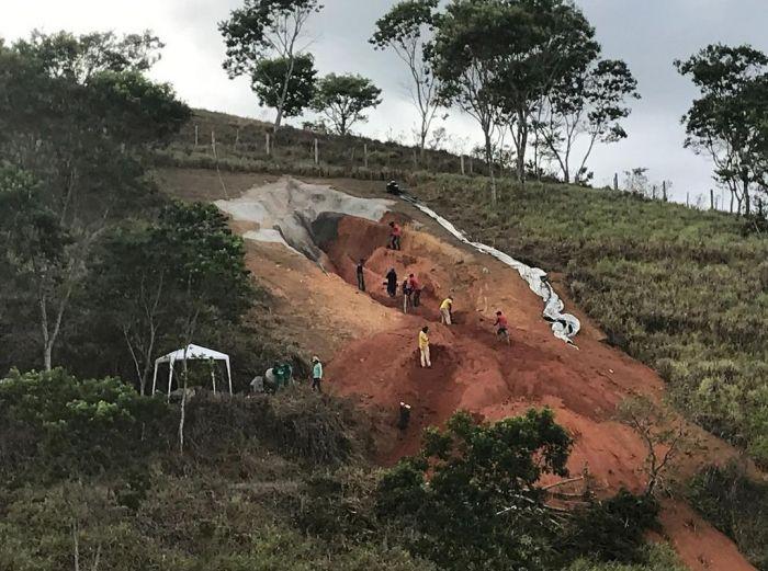 В Бразилии установили 33-метровую железобетонную вагину С миру по нитке