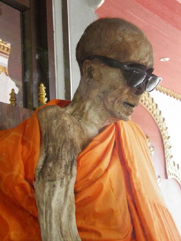 1619110424 iz tailanda otrubil sebe golovu chtoby stat buddoj 5