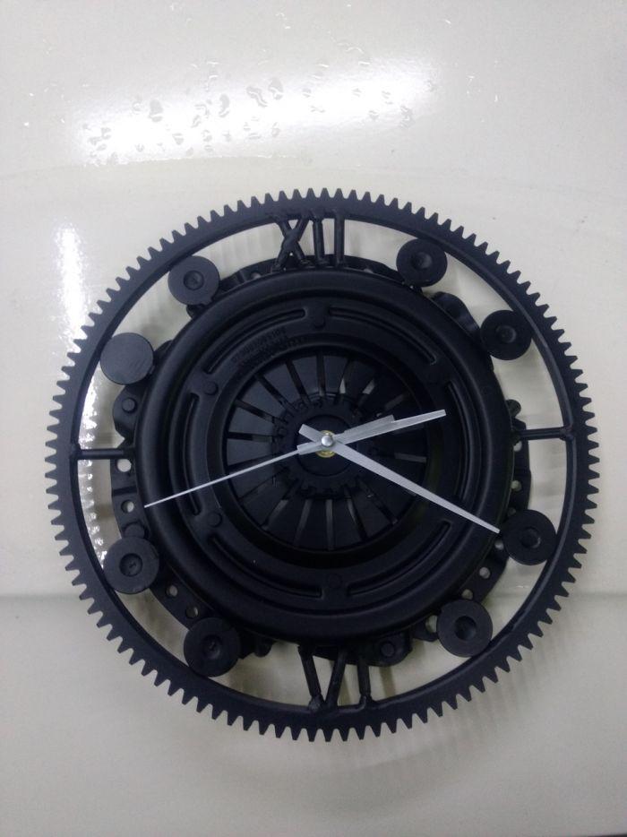 Часы из металлолома.