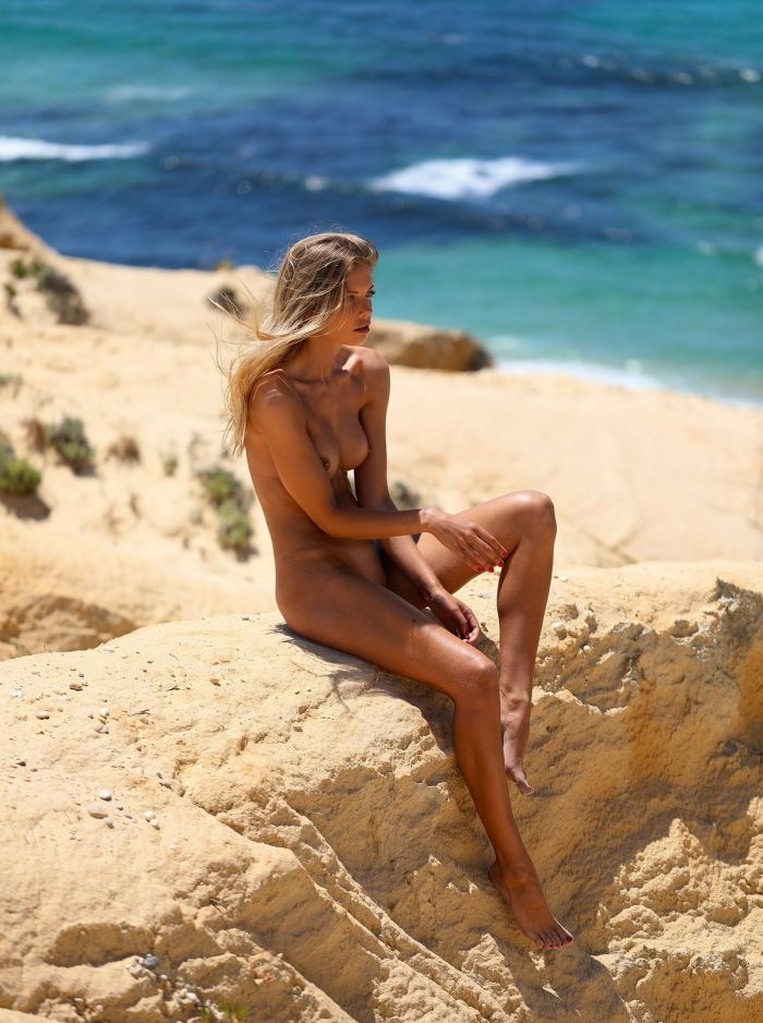 Откровенные фото с пляжей Много девушек (+18)