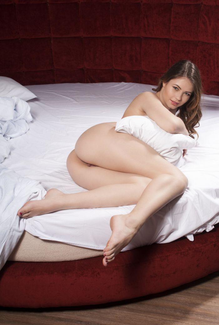 1619021886 s seksualnymi nogami 1