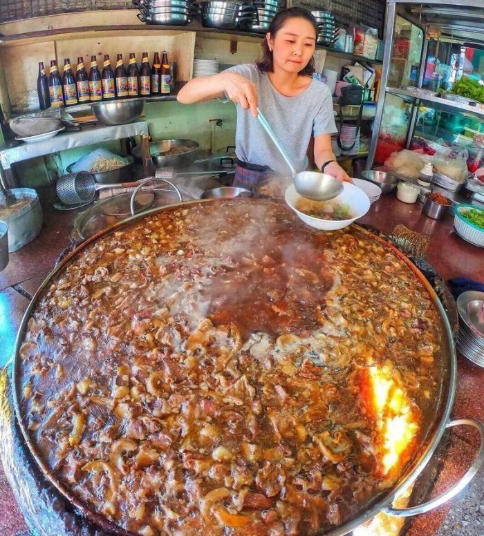 1619870448 govjazhego vechnogo supa kotoryj bez pereryva varitsja v bangkoke 45 let 5