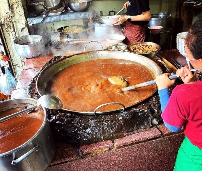 1619870482 govjazhego vechnogo supa kotoryj bez pereryva varitsja v bangkoke 45 let 3