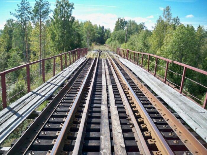 1620535625 na zhd mostah stavjat dva strannyh relsa 5