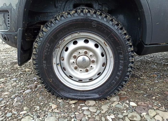 Как накачать спущенное автомобильное колесо без насоса Как это сделано