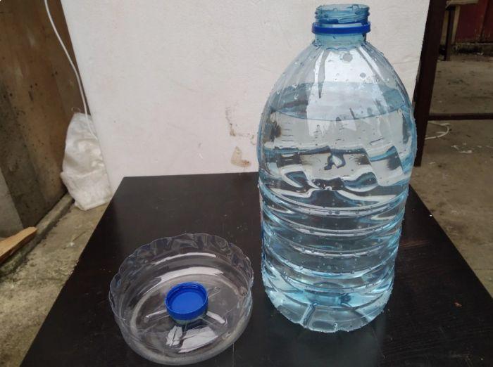 Поилка для кур своими руками из пластиковой бутылки Как это сделано