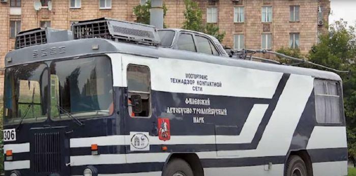 Зачем в СССР на крышу троллейбусов ставили верх других машин Авто/Мото