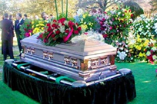Из гроба раздался плач ребёнка: когда сняли крышку С миру по нитке