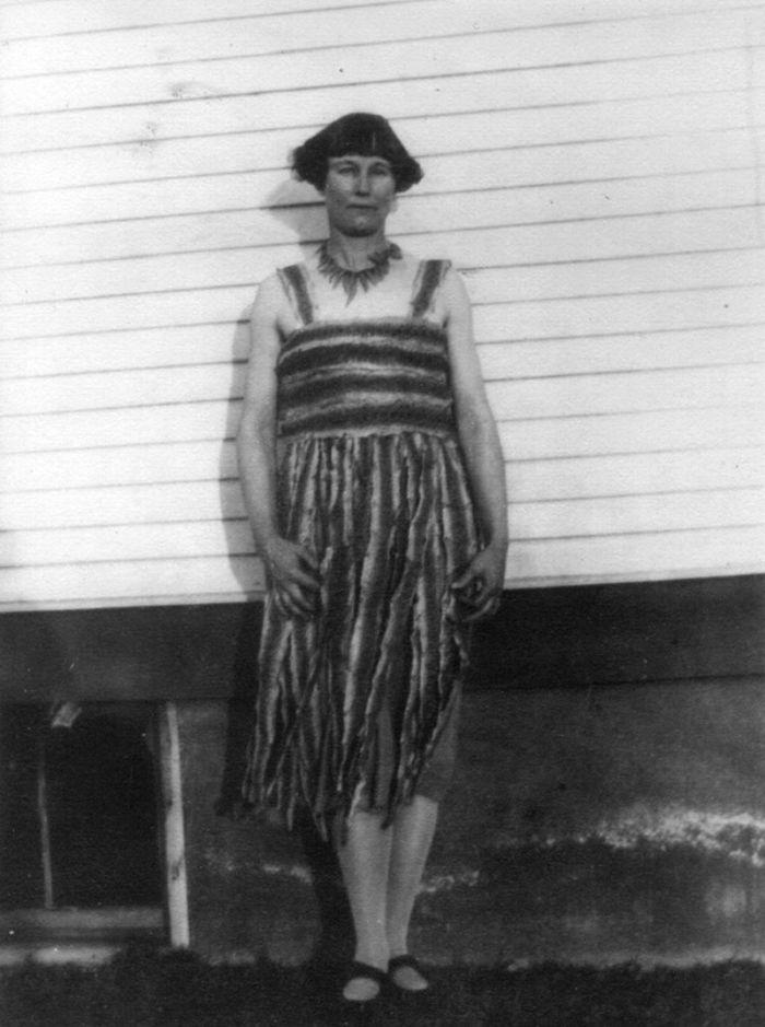История Кэтрин Слотербэк, которая в 1925 году убила 140 гремучих змей и сделала из них платье С миру по нитке