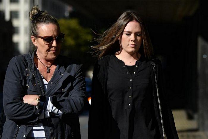 Австралийскую учительницу приговорили к тюремному сроку за секс с 14-летним школьником С миру по нитке