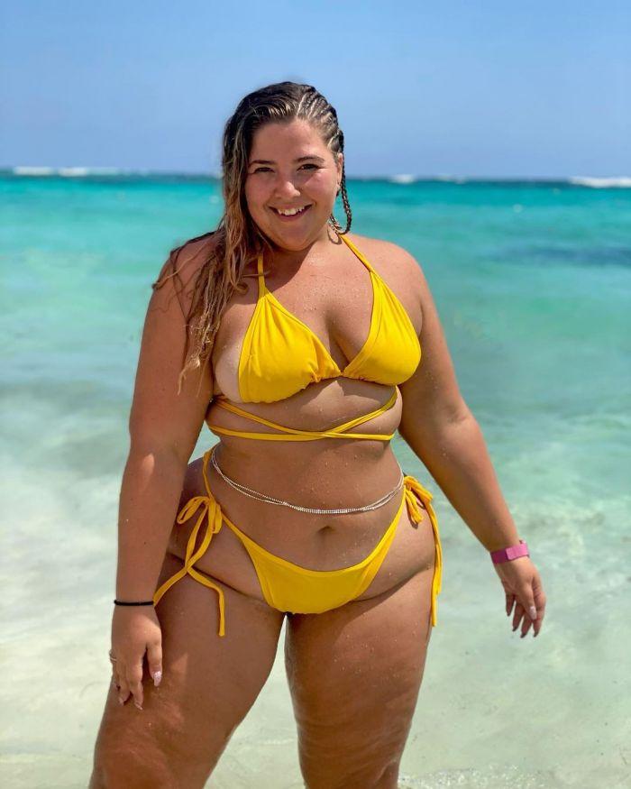 """Девушку даже брат называл """"жирзиллой"""", пока она не стала сниматься в купальниках С миру по нитке"""