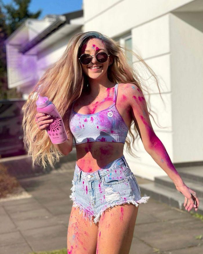 """21-летняя польская блогерша продала свою """"вечную любовь"""" фанату за 0 000 С миру по нитке"""