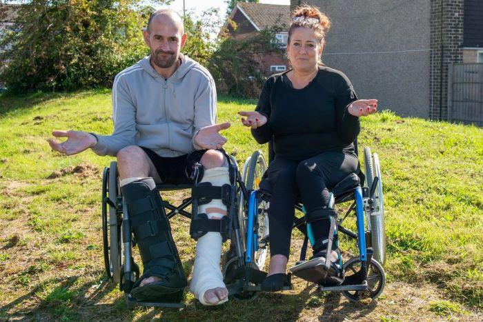 Пьяная британская пара пробралась в аквапарк в 2 часа ночи, где поломала ноги С миру по нитке