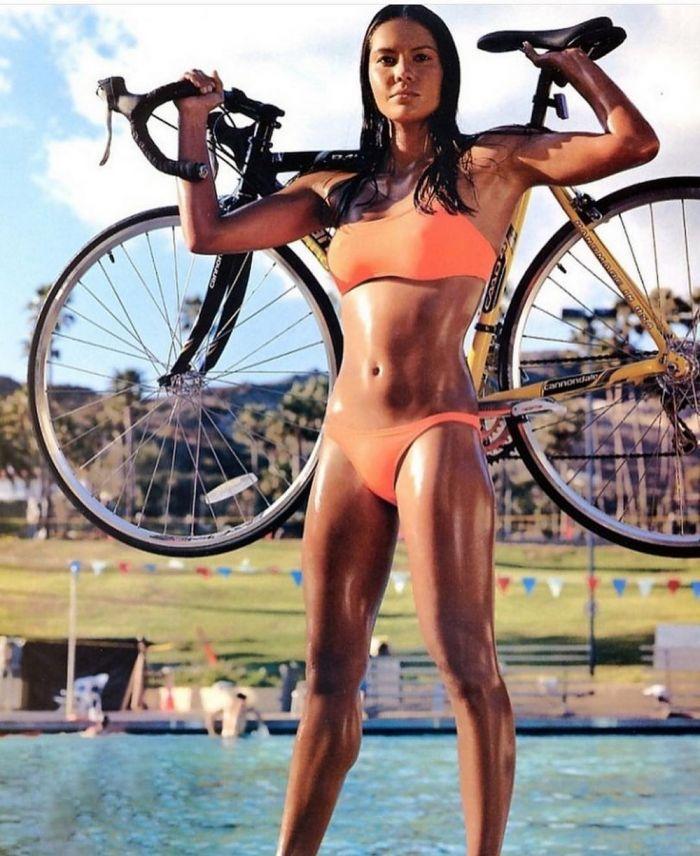 Зажигательные велосипедистки Много девушек (+18)